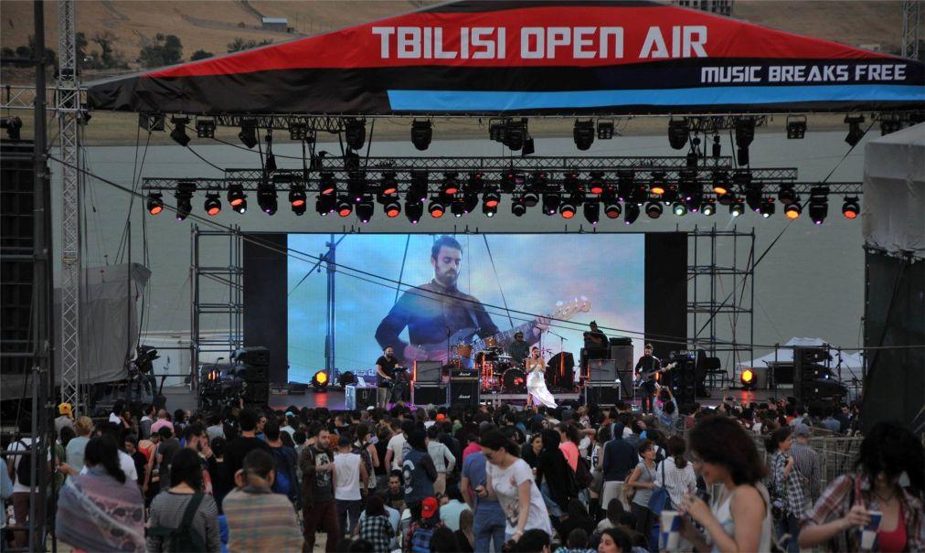 Международный музыкальный фестиваль Tbilisi Open Air http://travelcalendar.ru/wp-content/uploads/2016/05/Mezhdunarodnyj-muzykalnyj-festival-Tbilisi-Open-Air_glav1.jpg
