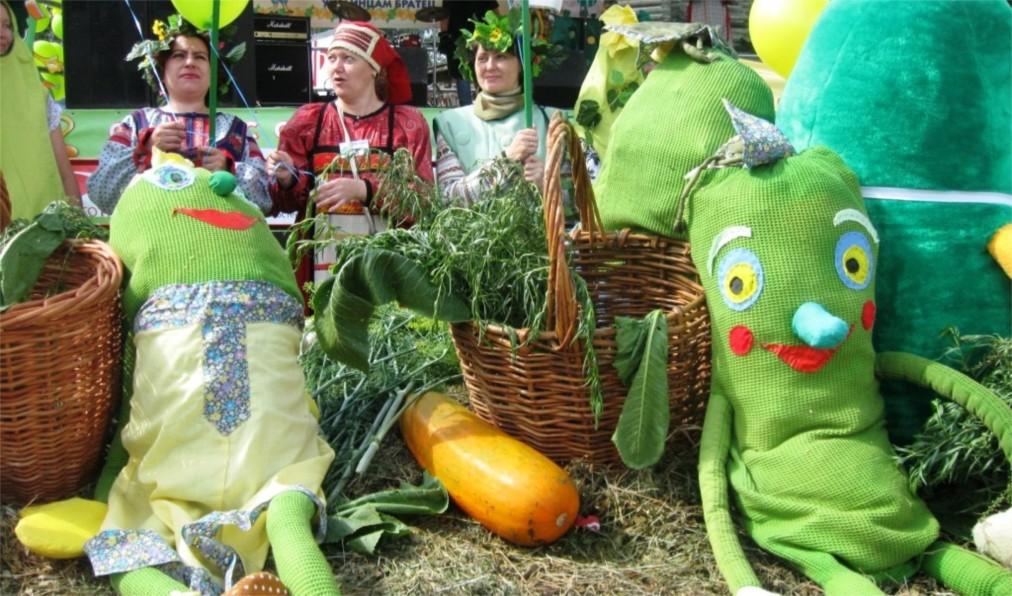 Международный праздник огурца в Суздале http://travelcalendar.ru/wp-content/uploads/2016/05/Mezhdunarodnyj-prazdnik-ogurtsa-v-Suzdale_glav1.jpg