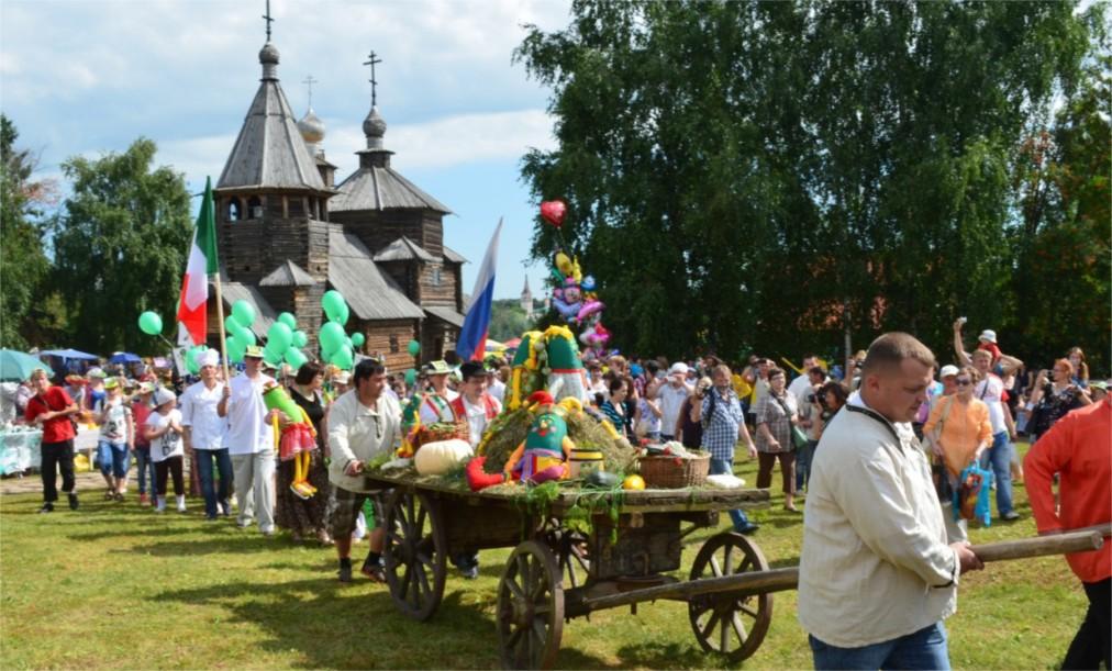 Международный праздник огурца в Суздале http://travelcalendar.ru/wp-content/uploads/2016/05/Mezhdunarodnyj-prazdnik-ogurtsa-v-Suzdale_glav3.jpg
