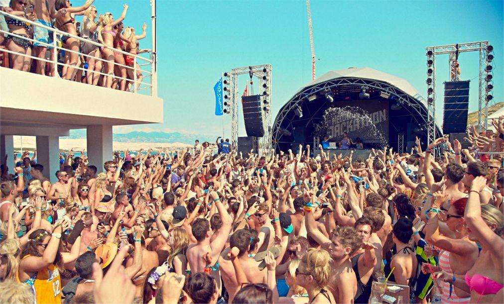 Музыкальный фестиваль Hideout на Паге http://travelcalendar.ru/wp-content/uploads/2016/05/Muzykalnyj-festival-Hideout-na-Page_glav5.jpg