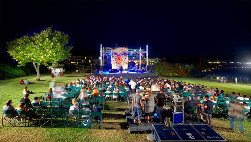 Музыкальный фестиваль «Сани» на Халкидики http://travelcalendar.ru/wp-content/uploads/2016/05/Muzykalnyj-festival-Sani-na-Halkidiki_glav3.jpg