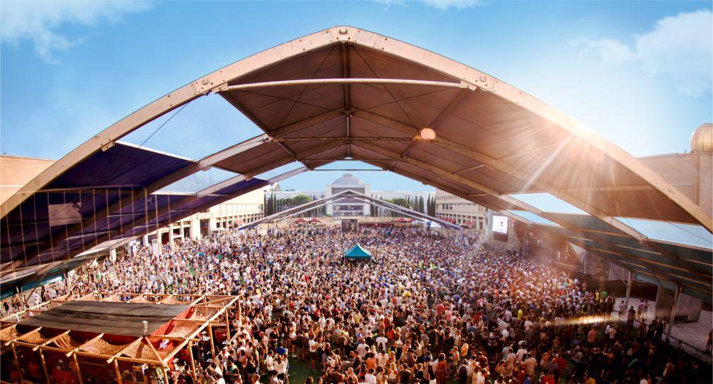 Музыкальный фестиваль «Sonar» в Барселоне http://travelcalendar.ru/wp-content/uploads/2016/05/Muzykalnyj-festival-Sonar-v-Barselone_glav1.jpg