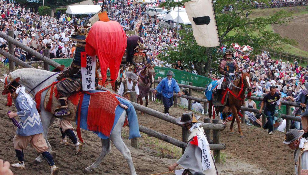 Самурайский фестиваль Сома Нома Ой в Минами-Соме http://travelcalendar.ru/wp-content/uploads/2016/05/Samurajskij-festival-Soma-Noma-Oj-v-Minami-Some_glav2.jpg