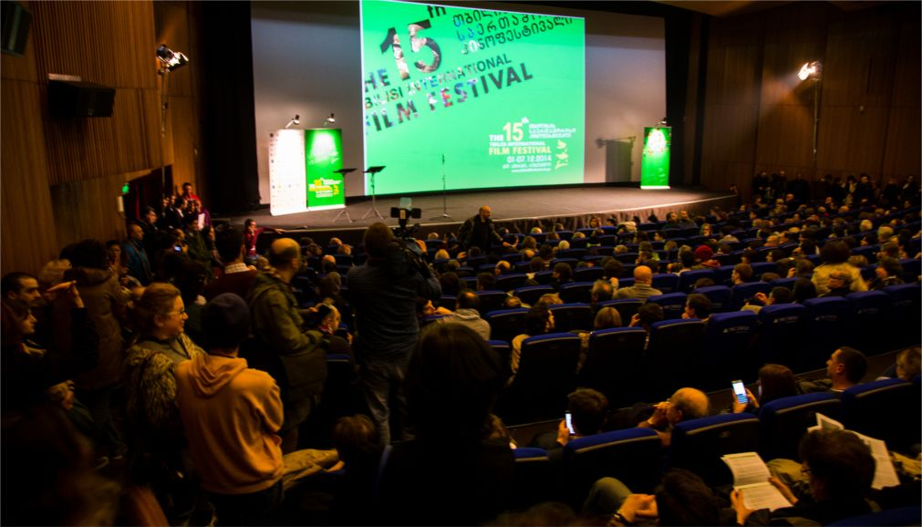 Тбилисский Международный кинофестиваль http://travelcalendar.ru/wp-content/uploads/2016/05/Tbilisskij-Mezhdunarodnyj-kinofestival_glav5.jpg
