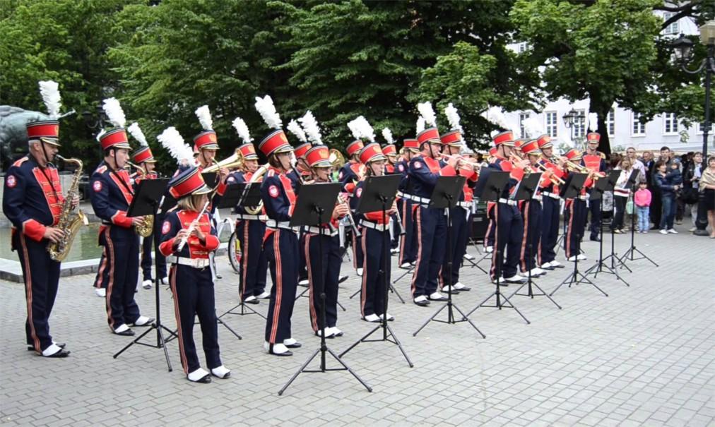 День города в Калининграде http://travelcalendar.ru/wp-content/uploads/2016/06/Den-goroda-v-Kaliningrade_glav4.jpg