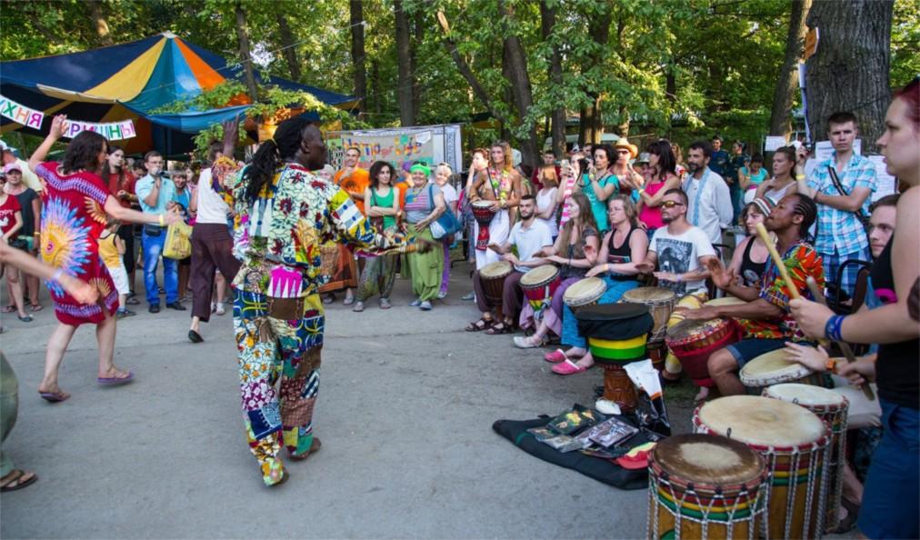 Международный фестиваль «Барабаны Мира» в Тольятти http://travelcalendar.ru/wp-content/uploads/2016/06/Mezhdunarodnyj-festival-Barabany-Mira-v-Tolyatti_glav2.jpg