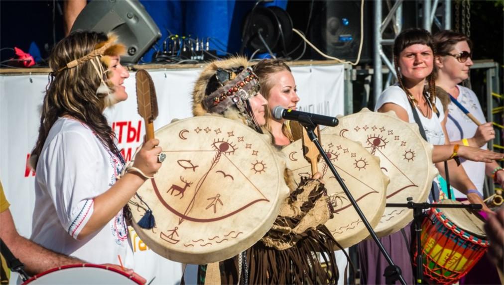 Международный фестиваль «Барабаны Мира» в Тольятти http://travelcalendar.ru/wp-content/uploads/2016/06/Mezhdunarodnyj-festival-Barabany-Mira-v-Tolyatti_glav3.jpg