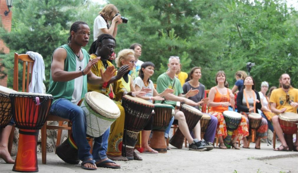 Международный фестиваль «Барабаны Мира» в Тольятти http://travelcalendar.ru/wp-content/uploads/2016/06/Mezhdunarodnyj-festival-Barabany-Mira-v-Tolyatti_glav4.jpg