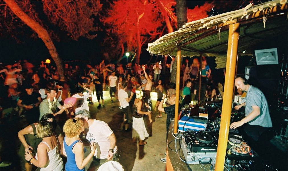 Музыкальный фестиваль Love International в Тисно http://travelcalendar.ru/wp-content/uploads/2016/06/Muzykalnyj-festival-Love-International-v-Tisno_glav2.jpg