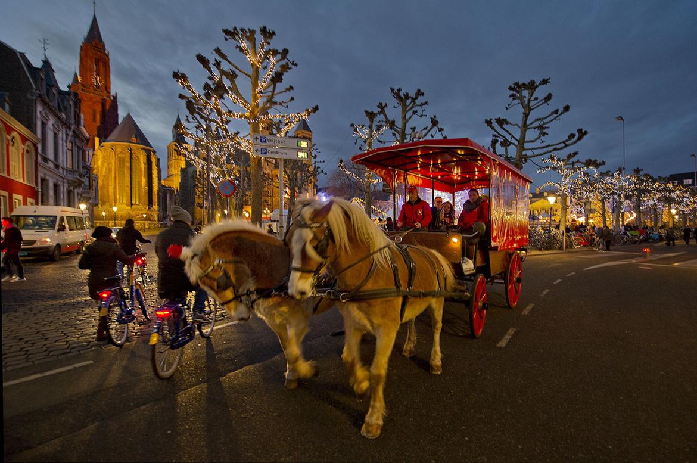 Рождественская ярмарка в Маастрихте 05e720bc2bed8bcb044ce2dea3ae1912.jpg