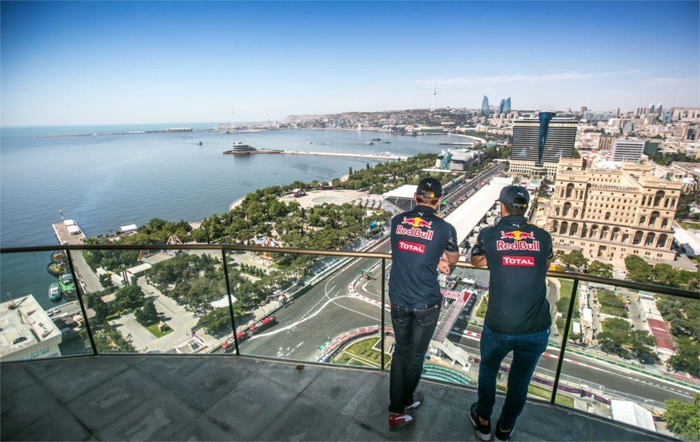 Гонка «Гран-При Азербайджана» в Баку 0899e2e9a3e3f22a261f9ff97c4a9893.jpg
