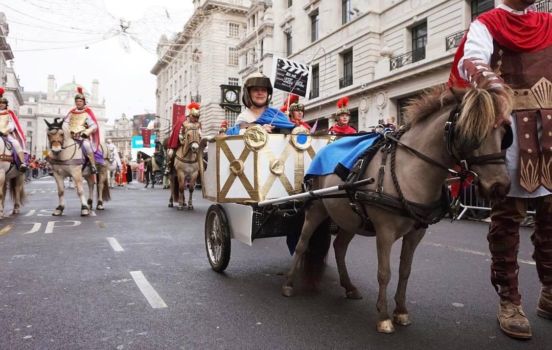 Новогодний парад в Лондоне 0fe8c13069d82c3878e6babceb369955.jpg