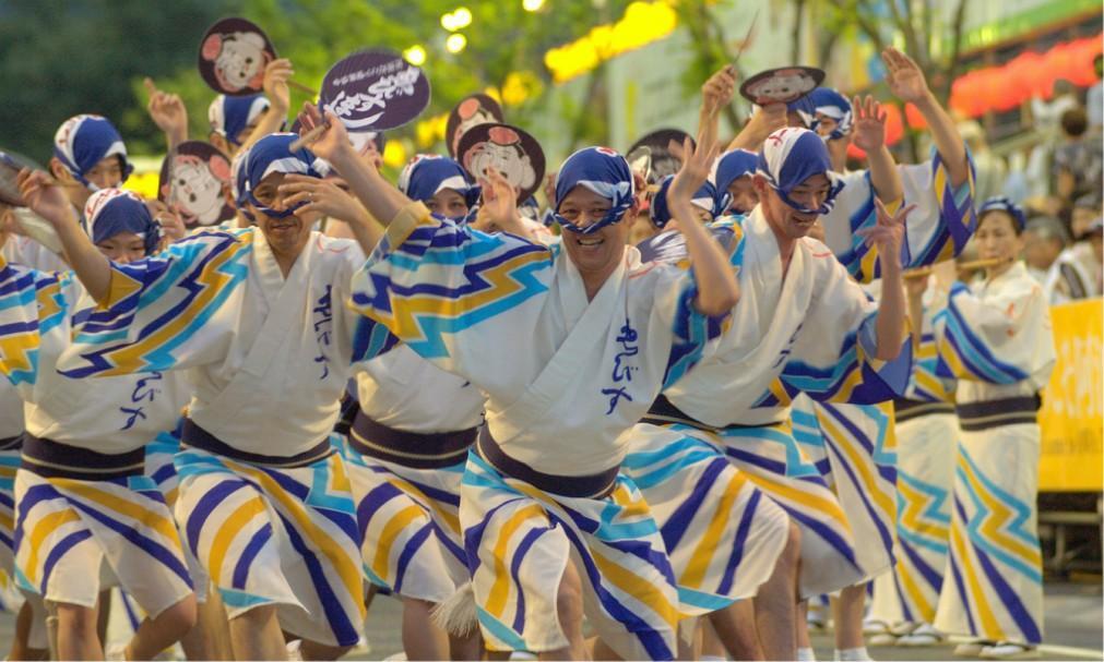 Фестиваль японских танцев «Ава-одори» в Токусиме 181474cb7edec38c2c4255f37d82e414.jpg
