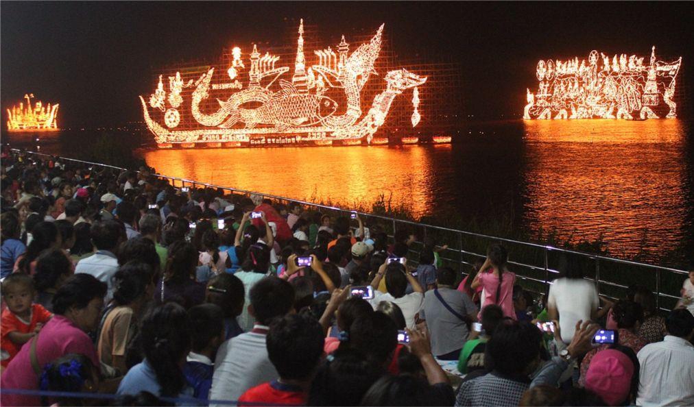 Фестиваль огненных лодок в Накхон-Пханоме 1be860c4da022c5f02ee7c42dd4b3269.jpg