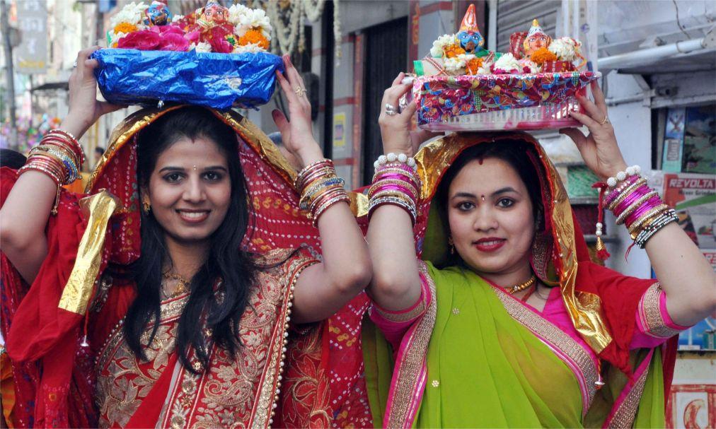 Фестиваль Гангаур в Раджастане 1dfbe4515ad10946997da764301f950f.jpg