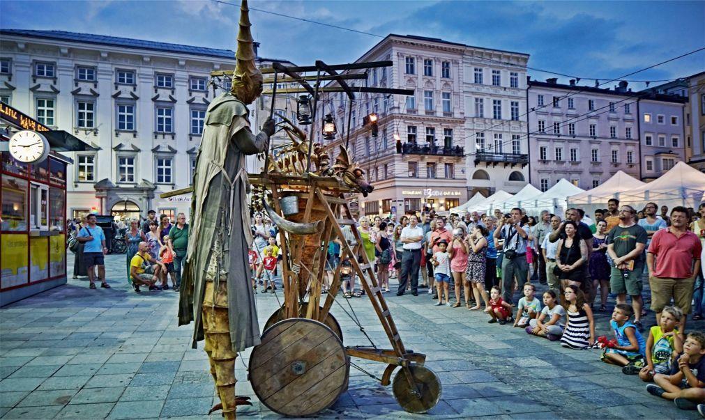 Фестиваль искусств Pflasterspektakel в Линце 1f0bec9ff0abb4cc548c77562d0dd5ff.jpg