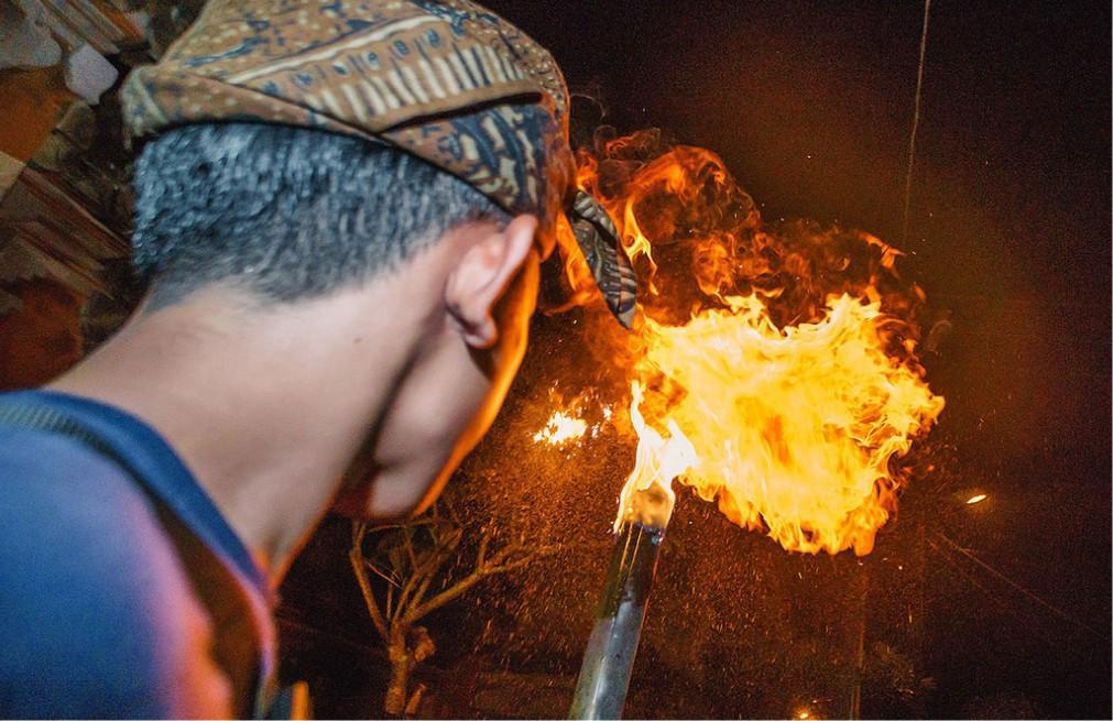 Огненный ритуал Перанг Апи на Бали 210aecde4c6427d7d244796575f9ebeb.jpg