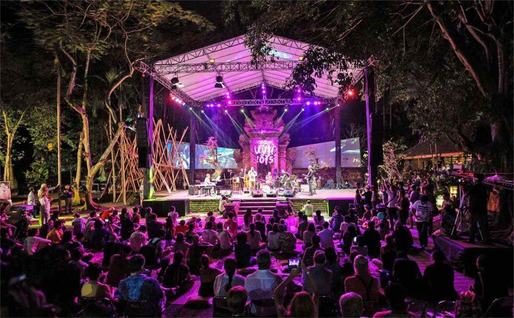 Международный джазовый фестиваль в Убуде 23255f8fec43c86bb9c90936219a5b44.jpg