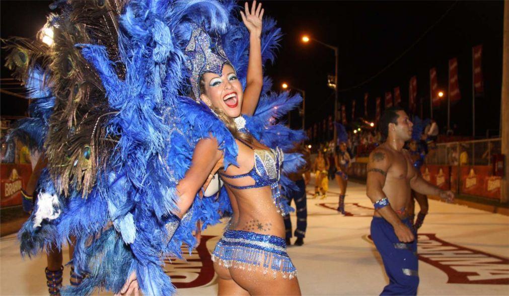 Карнавал в Энкарнасьоне 232ff577fe8fc30d74ea5edb724c550c.jpg
