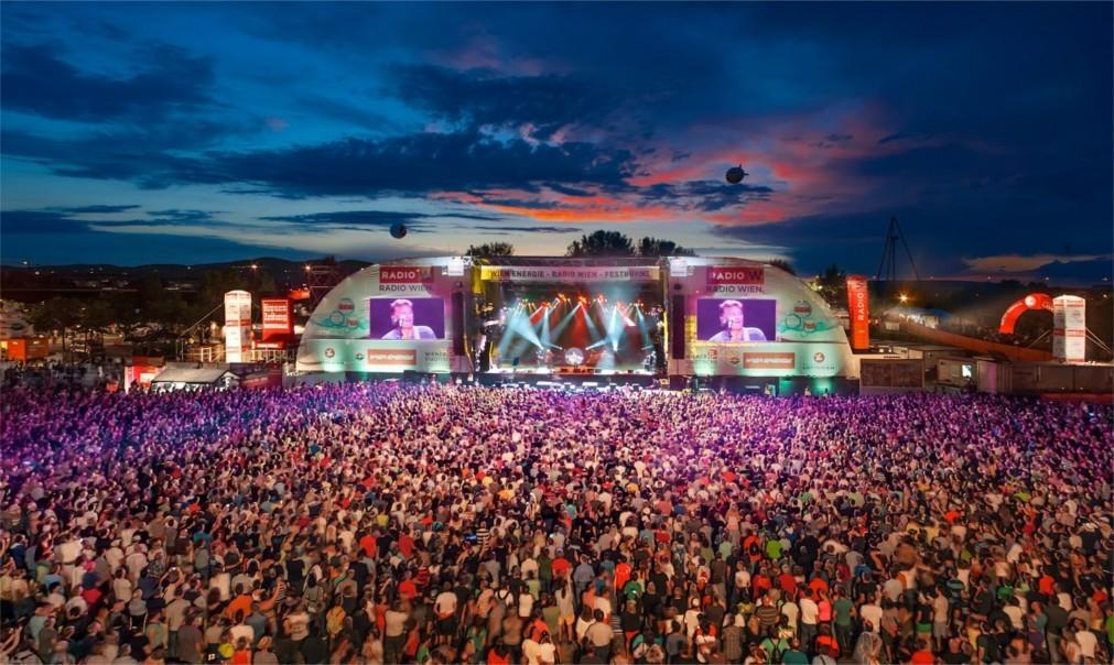 Музыкальный фестиваль «ДонауинзельФест» в Вене 2ac1259f4571d746b2001d0ed725e2ac.jpg