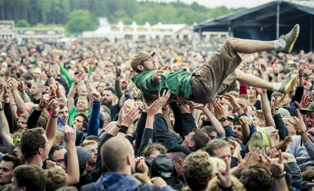 Музыкальный фестиваль Graspop Metal Meeting в Десселе 2c892b208a7ade0ae3dd20ad5cdb0aae.jpg