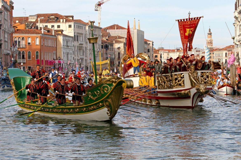Историческая регата в Венеции 2f6469b0ffe0eea715ecf19642369f44.jpg