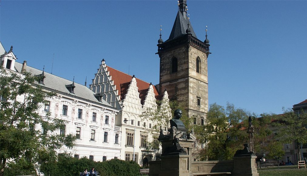 Антикварная ярмарка в Праге 32434f52d69f82dd1305986267c16893.jpg