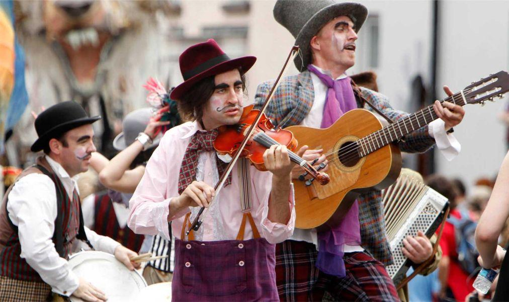 Хэллоуинский парад «Макнас» в Голуэе 33ada02f177e1a33db35418f25595de7.jpg