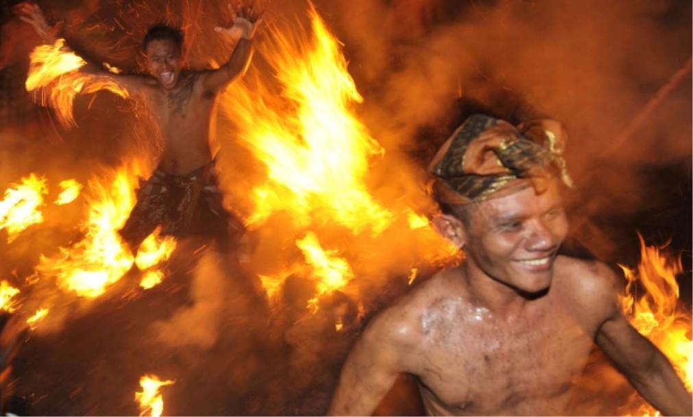 Огненный ритуал Перанг Апи на Бали 33f92ba4520761e7f90c5db232ae11c5.jpg