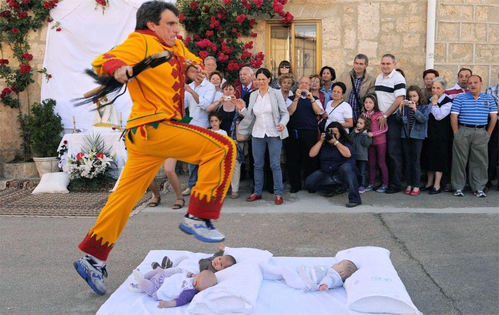 Фестиваль прыжков через младенцев «Эль Колачо» в Кастильо де Мурсии 3a1942d9bb6d02866deed6e7a1d96775.jpg