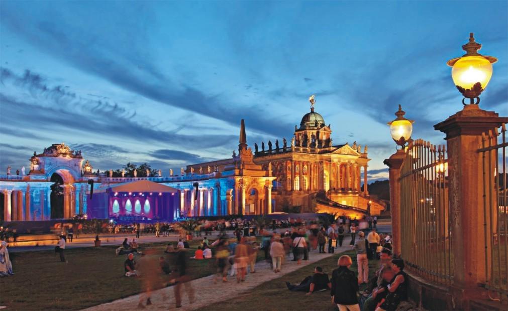 Культурный фестиваль «Ночь в Потсдамском дворце» в Потсдаме 3b278f41209281926d261d5327eee1ca.jpg
