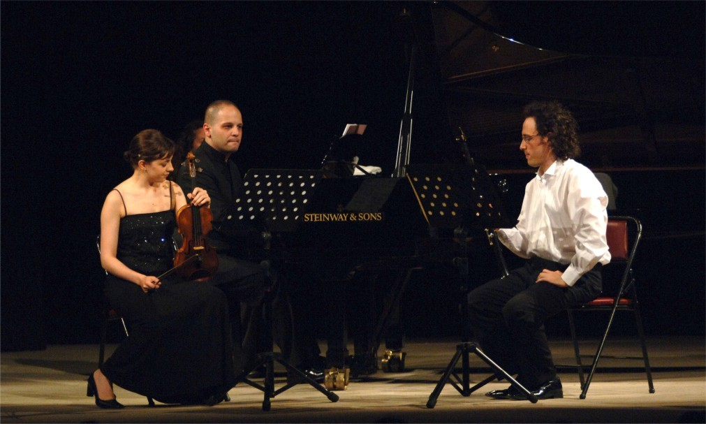 Международный музыкальный фестиваль в Стамбуле 3df81d622b6d0f8b902f2caf135a23df.jpg