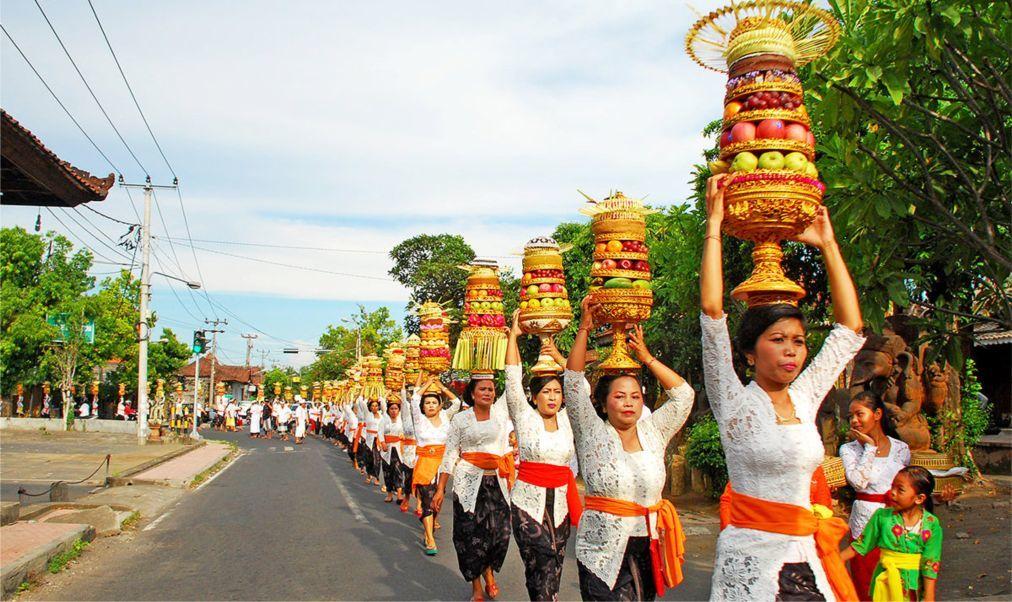 Праздник Кунинган на Бали 40c6b313fe8abdd18824f8b5c4cccfa3.jpg