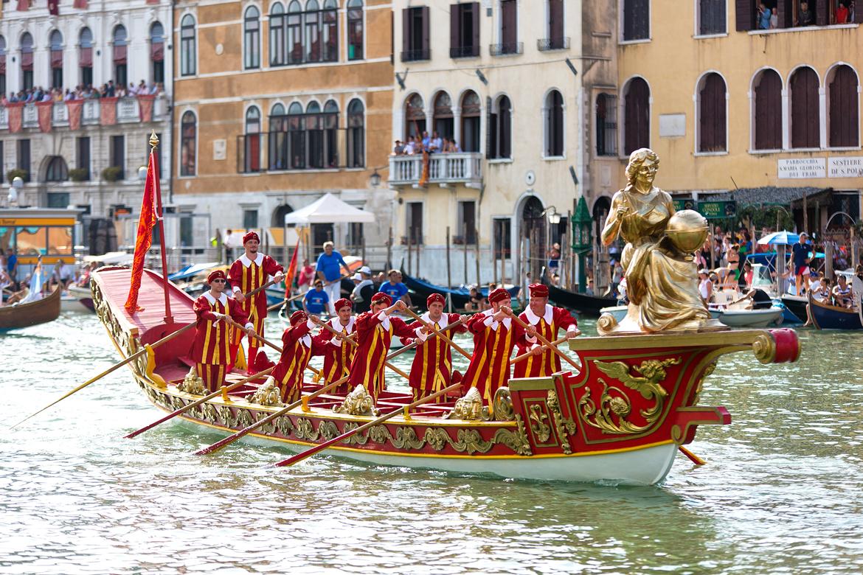 Историческая регата в Венеции 40ce44213a10393628bbf706c9a023fd.jpg