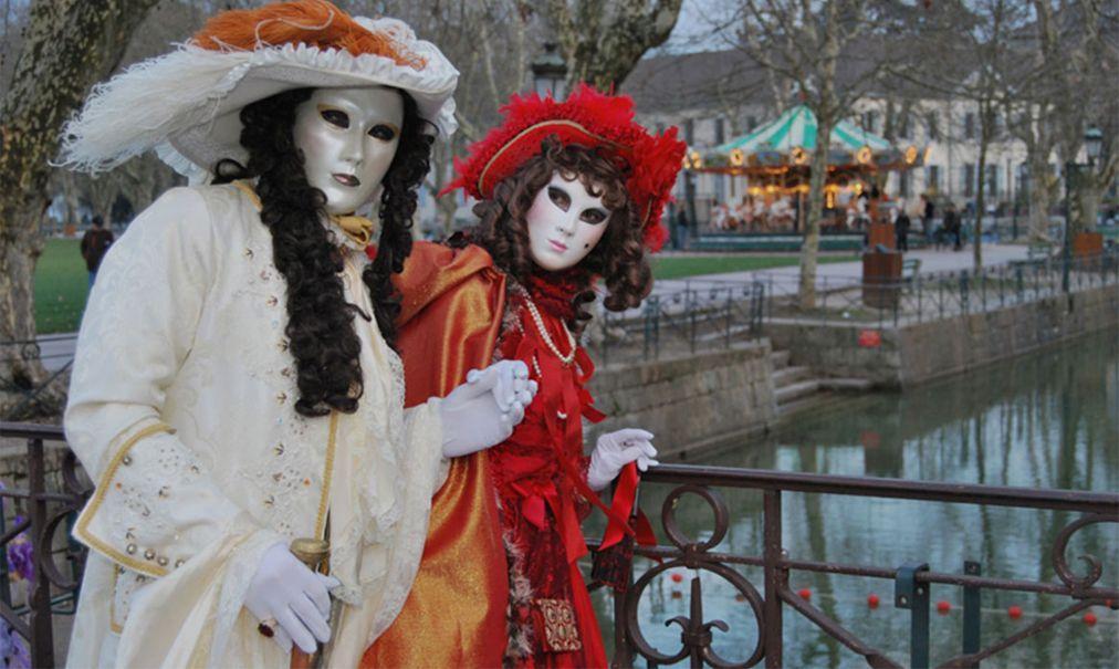 Венецианский карнавал в Анси 4536109f75ea095f42896df287959467.jpg