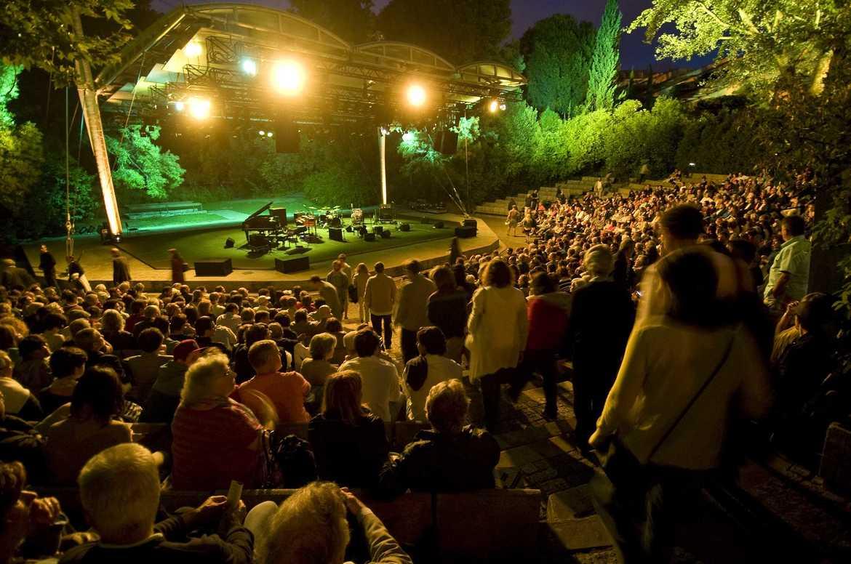 Музыкальный фестиваль «Джаз в августе» в Лиссабоне 4e464b2d7bc83bee137c4dc6f101d113.jpg