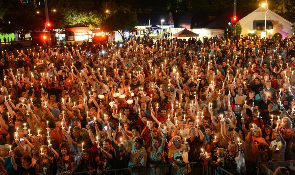 Фестиваль «Неделя Элвиса» в Мемфисе 4f88e17571560e1aee1b388211620a49.jpg