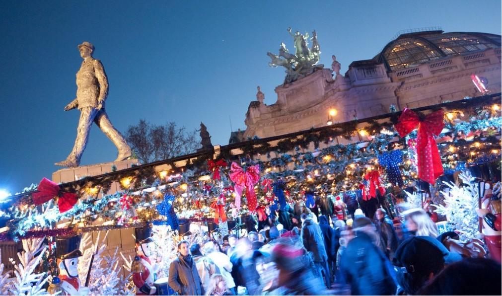 Рождественский базар на Елисейских полях 538858d0fc25a66937d933516298ab01.jpg