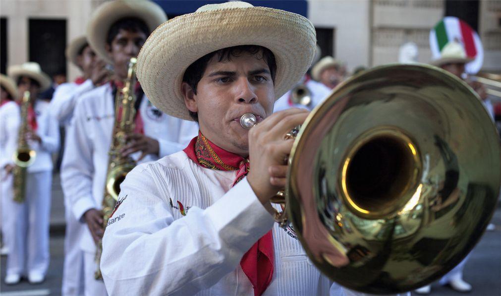Латиноамериканский парад в Нью-Йорке 5410fc9c2322f7a1df867057d15f5fe5.jpg