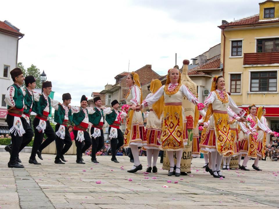 Фестиваль розы в Казанлыке 560c6152ee42e3b7132cf9eb57b9064b.jpg