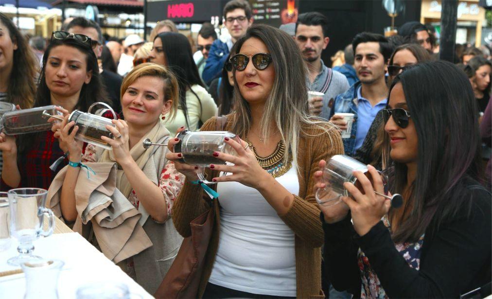 Стамбульский фестиваль кофе 587bc324bbf1daade2cd29113f840460.jpg