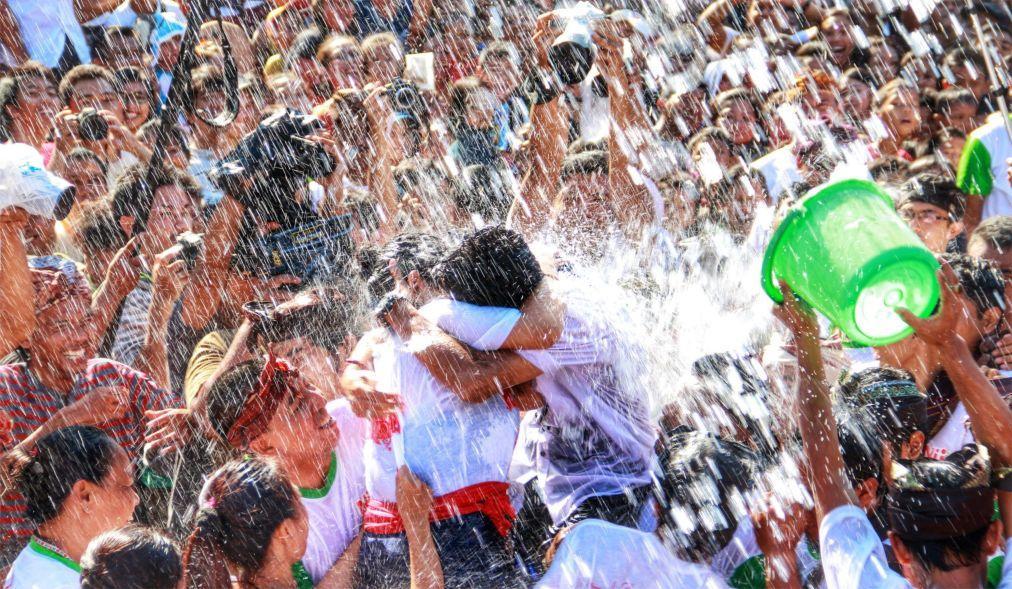 Праздник поцелуев Омед-Омедан на Бали 5ad64adf29feb6c01ddef439fd574435.jpg