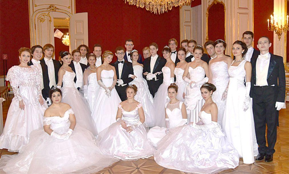 Русский бал в Вене 5c9751b12fb383068a8620d135356433.jpg