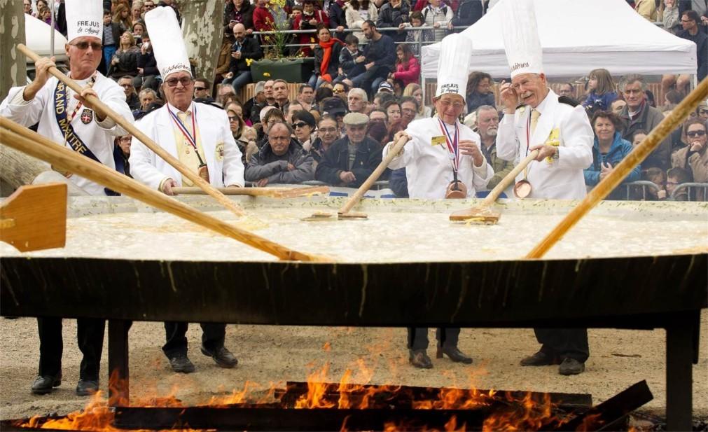 Фестиваль гигантского омлета в Бесьере 606edb9965010db03498482b7e178c5c.jpg
