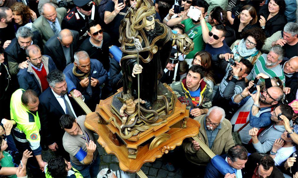 Фестиваль змей в Кокулло 67b4fddec19741c93aae5f181909c76a.jpg