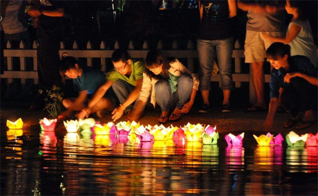 Праздник фонарей в Хойане 6ab0b619638f3ee3e428826d8d9dbd61.jpg