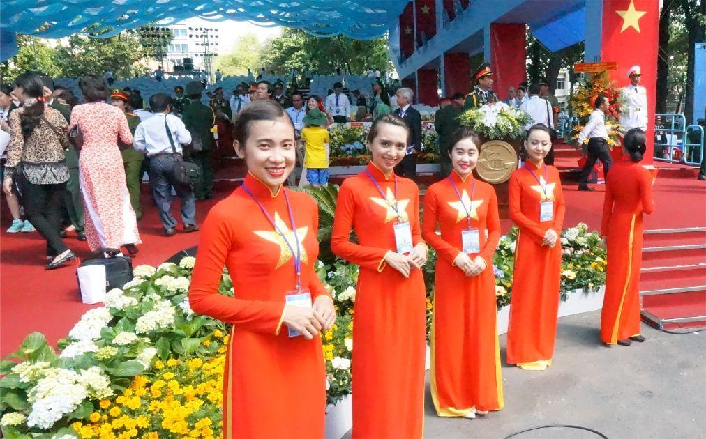 День объединения во Вьетнаме 6c84a0178fd28e55e6d023996fd8fbf9.jpg