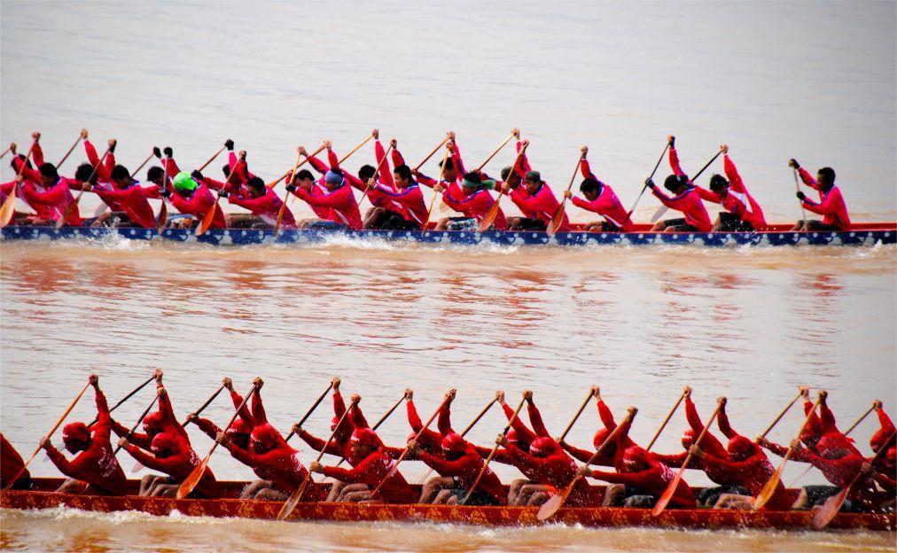 Королевская гонка на длиннохвостых лодках по реке Нан 6d1f44cdf5cd5dc03537eb63aaef1dcc.jpg