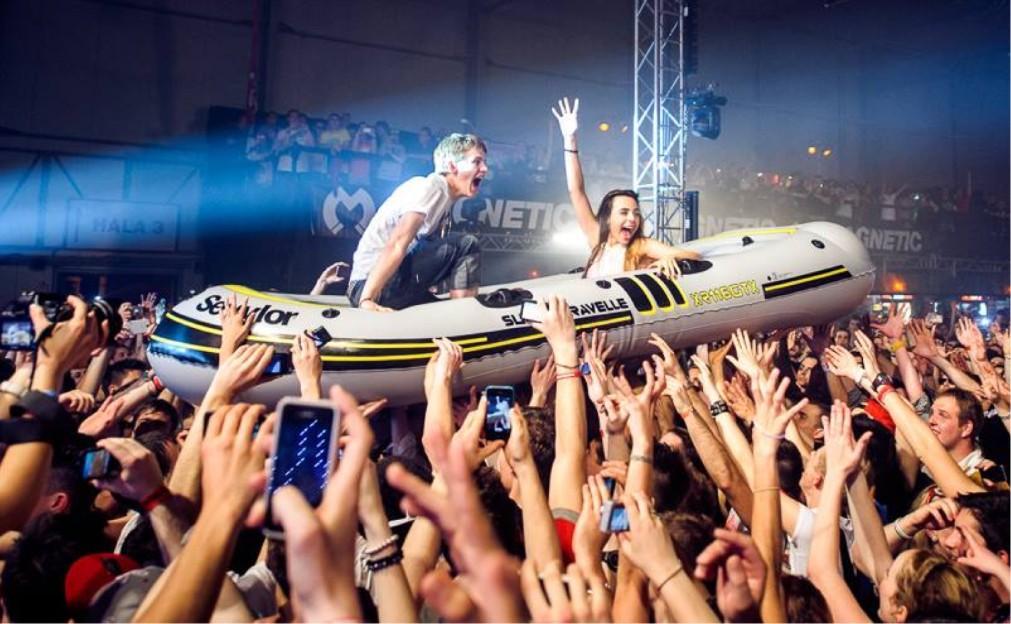 Фестиваль танцевальной электронной музыки MAGNETIC в Праге 6dbd8d70bc9f2bbc572d4a5390fae766.jpg
