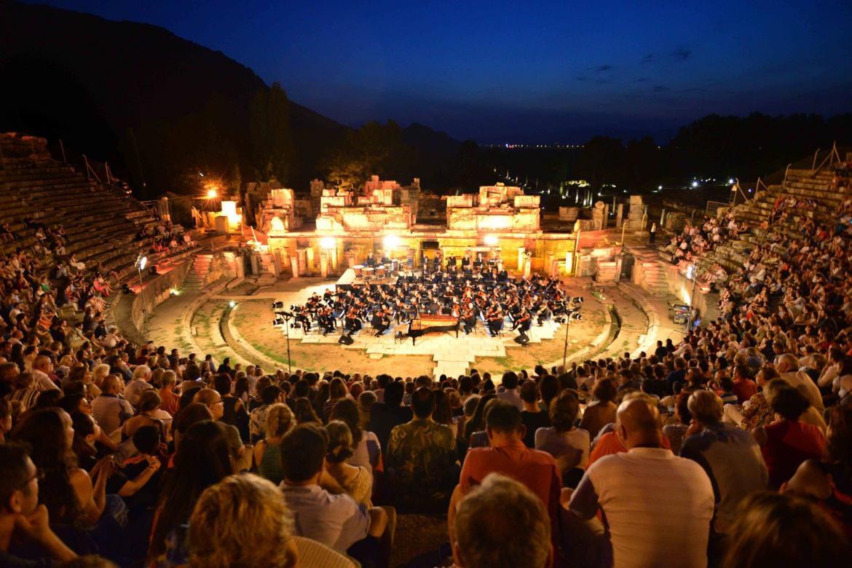 Международный фестиваль искусств в Измире 73f53ddbdf5c4275f12764c3f117e09c.jpg